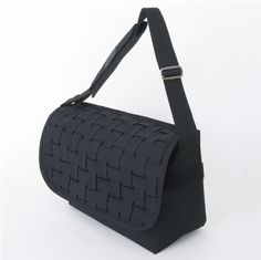 http://carrynest.com/products/detail.php?product_id=10
