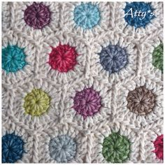 Little Dots pattern by Atty van Norel. would work as a temperature blanket. low & high of the day. Crochet Motifs, Crochet Quilt, Crochet Squares, Knit Or Crochet, Crochet Blanket Patterns, Crochet Crafts, Crochet Stitches, Crochet Projects, Knitting Patterns