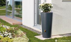 VASO, un pot XXL design & double fonction ! Vaso est la nouveauté de la gamme de récupérateurs d'eau. Il est doté d'une cuve de 120 cm de hauteur, il prend peu de place mais peut stocker jusqu'à 220 Litres d'eau de pluie afin d'arroser vos plantes. Pratique pour les jardins ou terrasses de moyenne taille. Cette cuve est à fixer sur une arrivée d'eau type gouttière (voir photo). Pratique pour économiser l'eau de pluie afin d'arroser ses plantes ou laver sa voiture sans dépenser un sou.  Livré…