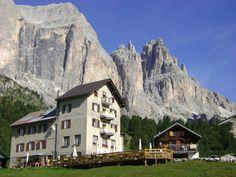 Rifugio Gardeccia - Trentino  © Stefania Botardi - our Facebook fan - http://www.visittrentino.it/it/a/rifugi-rifugi-alpini/val-di-fassa/pozza-di-fassa/rifugi-baite-pozza-di-fassa-gardeccia