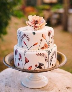 Wedding Cake Recipes Boho Wedding cakes for fall and beginner bakers. - Are you inspired by the fall leaves and what to make them into beautiful fall cakes? Learn how easy it is to create these amazing fall cakes. Cute Cakes, Pretty Cakes, Beautiful Cakes, Amazing Cakes, Beautiful Cake Designs, Beautiful Bride, Floral Wedding Cakes, Fall Wedding Cakes, Boho Wedding