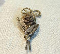 Linge et Mercerie Ancienne: Element de décoration en étain, bijou ancien