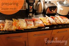 Preparing frozen meals for the first time Freeze Ahead Meals, Freezable Meals, Quick Meals, No Cook Meals, Pre Prepared Meals, Frozen Meals, Freezer Cooking, Soul Food, Crockpot Recipes