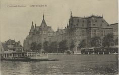 Centraal-Station Amsterdam Van opzij gezien