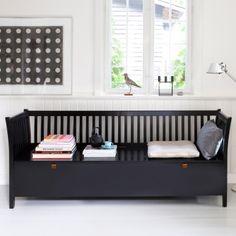 Oliver Furniture große Truhenbank mit Sprossen Schwarz gefunden bei Emil & Paula