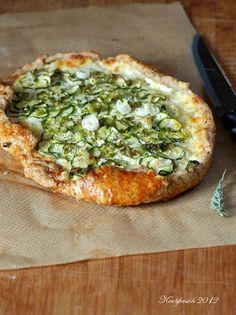 Rustikale Tarte mit Ricotta und Zucchini