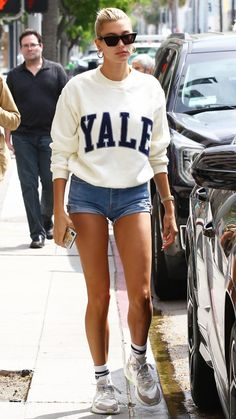 Hailey Baldwin You are in the right place about tomboy fashion grunge Here we offer you the most bea Estilo Hailey Baldwin, Hailey Baldwin Style, First Date Outfits, Cool Outfits, Casual Outfits, Tomboy Fashion, Look Fashion, Fashion Outfits, Girl Fashion