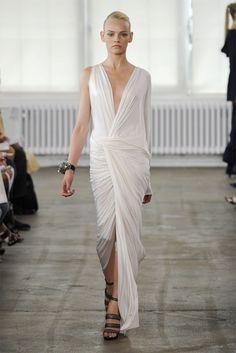 Donna Karan Resort 2011 Fashion Show - Ginta Lapina Vogue Fashion, Fashion Shoot, I Love Fashion, High Fashion, Fashion Outfits, Fashion Design, Fashion Glamour, Fashion Details, Ginta Lapina