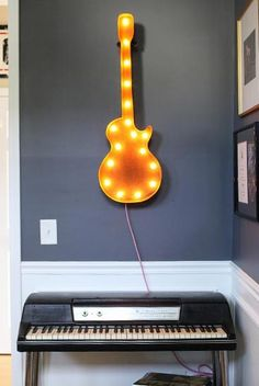 Rusty guitar light hanging above a keyboard in a music room. Looks cool against the grey wall! Guitar Bedroom, Music Bedroom, Marquee Sign, Marquee Lights, Guitar Deco, Guitar Art, My New Room, My Room, Home Music Rooms