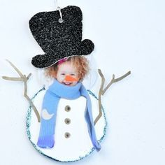 Photo Snowman Gift Tag - so so so cute, the cutest Palmer Palmer Bird Preschool Christmas, Christmas Crafts For Kids, Christmas Activities, Winter Activities, Christmas Projects, Christmas And New Year, Kids Christmas, Holiday Crafts, Holiday Fun