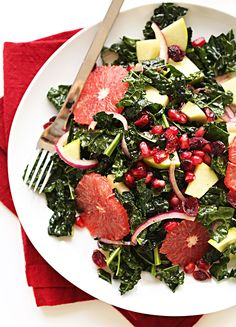 Kale Citrus Salad with Pickled Onion Loads of kale, pomegranate, red onion, grapefruit, cranberries, and green apple make this salad hearty and substantial and loaded with fiber.If you love quick, crisp salads with a balance of tart and sweet, this is the one for you.