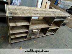 Vakkenkast van sloophout. #sloophout #hout #kast #wonen #wooninrichting #inrichting #interieur #tvmeubel