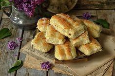 Puszyste drożdżówki z serem i lukrem - niebo na talerzu