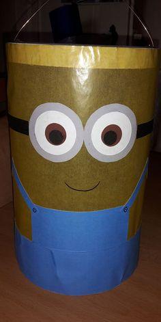 Sind eure Kinder auch im Minion-Fieber? Die Druckvorlage / Bastelanleitung für diese süße Minion Laterne gibt es kostenlos auf: www.moms-blog.de