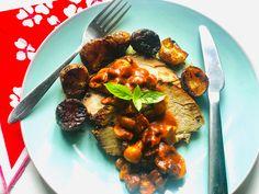 Sült hús, gombás-kolbászos mártással - HENI SÜT NEKED Pesto, French Toast, Pork, Breakfast, Kale Stir Fry, Morning Coffee, Pork Chops