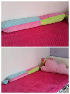 Łóżko dziecięce, poduszka chmurka i wielki wałek zabezpieczający od ściany :) Kid's bed