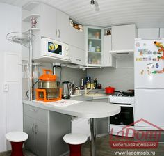 Маленькая кухня с барной стойкой на заказ по индивидуальному проекту