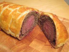 Wellington bélszín készítése: hagyományos karácsonyi ünnepi étel Jamie Oliver, Wok, Lamb, Steak, Food And Drink, Beef, Cooking, Recipes, Foods