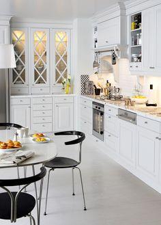 Kjøkken i lysegrått – Meny | Drømmekjøkkenet Kitchen Sets, Interior Design Inspiration, Kitchen Inspiration, Design Ideas, Beautiful Kitchens, Interior Design Kitchen, Kitchen Organization, Decoration, House Colors
