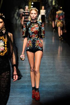 Dolce Gabbana Fall 2012 RTW - Runway Photos - Fashion Week - Runway, Fashion Shows and Collections - Vogue - Vogue Fashion Week, New Fashion, Trendy Fashion, Runway Fashion, Fashion Show, Womens Fashion, Fashion Trends, Space Fashion, Review Fashion