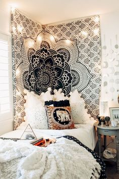 Need some dorm room inspiration? We've rounded up several dorm room decor ideasto get you ready for move in day. Bohemian Bedroom Decor, Home Decor Bedroom, Bedroom Ideas, Modern Bedroom, Cozy Bedroom, Master Bedroom, Bedroom Wall, Tapestry Bedroom, Scandinavian Bedroom