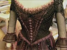 Lovett pink and black dress - sweeney-todd Photo Flowing Dresses, Nice Dresses, Sweeney Todd Costume, Mrs Lovett, Colleen Atwood, Black And Pink Dress, Dress Outfits, Fashion Outfits, Frack