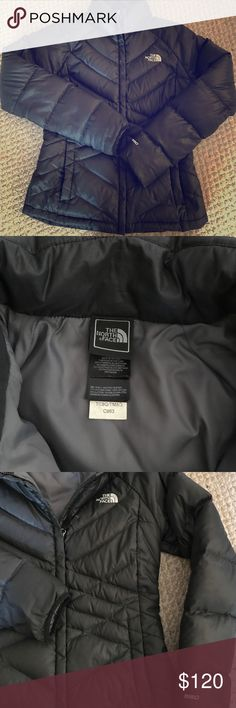 PERFECT CONDITION ☃️ North Face 550 Coat I got this for Christmas last year and it has barely been warn! Perfect condition-no rips, stains or tears! Looks and smells new! Just moved to Seattle where I needed a jacket with a hood but I love the fit of this coat! North Face Jackets & Coats