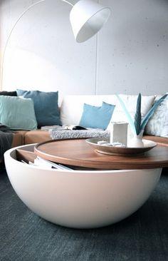 #Mesa moderna con espacio para almacenar.