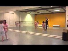 Kleuterdans 4-5 A - Wiebelbillenboogie - YouTube Dance Workshop, Drama, Children, Kids, Basketball Court, Teacher, Sports, Youtube, Carnival