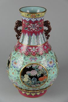 Vase Qing dynasty Qianlong mark and period Date last quarter century Culture China Ancient China, Ancient Art, Porcelain Ceramics, Ceramic Art, Fine Porcelain, Art Chinois, China Art, Chinese Ceramics, Vintage Vases
