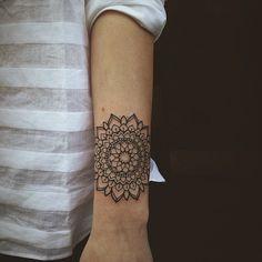 tatouage Mandala Linework
