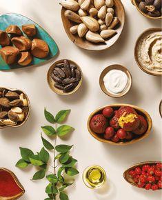 Revista Digital Natura Natura Cosmetics, Skin Tips, Aesthetic Wallpapers, Serving Bowls, Instagram Posts, Food, Layout, Animal, Nature
