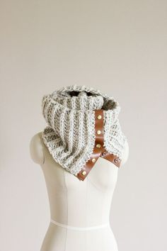 DIY: crochet leather snap scarf - MEEEEE