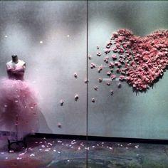 Happy Monday! Take a look at this beautiful window in La Brea, Los Angeles <3. We love this heart! #usangels #LA #blush #moodfabrics