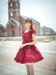 The back of this sweet lolita dress is also beautiful!!