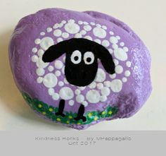 bemalte kieselsteine An Eclectic Collection of Goods and Apparel by SaltwaterMercantile Sheep Painted Rock - Oct 2017 Rock Painting Patterns, Rock Painting Ideas Easy, Rock Painting Designs, Painting For Kids, Paint Designs, Painted Rock Animals, Painted Rocks Craft, Hand Painted Rocks, Painting Animals On Rocks