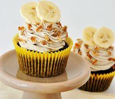 A Juliana do Blog Cupcakeando nos deixou apaixonadas com essa receita brasileiríssima de cupcake de açaí. Imagina essa mistura de sabores? É...