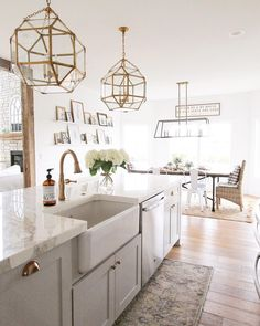 Modern Kitchen Interior with Marble and Gold Kitchen Reno, New Kitchen, Kitchen Remodel, Kitchen Ideas, Gold Kitchen, Kitchen White, Kitchen Inspiration, Kitchen Designs, Kitchen Interior