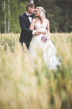 Romantic autumn wedding photography. Minttu Saarni Photography (www.minttusaarni.com)