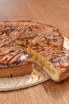 Breton cake with apples and salted butter caramel. – Cupcakes and good … Apple Recipes, Sweet Recipes, Pie Co, French Patisserie, French Desserts, Sweets Cake, French Pastries, Sweet Tarts, Smoothie Recipes