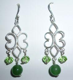 Aretes en plata 950 con cristales verdes y piedra natural de jade.