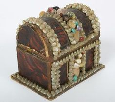 """Victorian Shell Art Seaman\'s Treasure Chest, camel back trunk box with hinge lid, wood grain paper covered.  4 3/4\""""H x 4 5/8\""""W."""