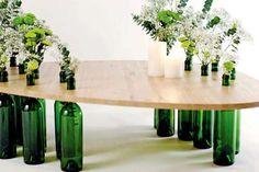 Mesa reutilizando garrafas