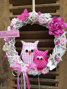 Frame Wreath, Diy Wreath, Ornament Wreath, Crafts To Make And Sell, Diy And Crafts, Easy Sewing Projects, Sewing Crafts, Owl Wreaths, Wall Candy