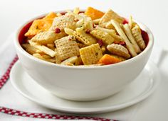 Loaded Baked Potato Chex Mix -- Chex mix with bacon! This was a hit for Christmas snacking. Snack Mix Recipes, Great Recipes, Breakfast Recipes, Cooking Recipes, Favorite Recipes, Snack Mixes, What's Cooking, Yummy Recipes, Recipies