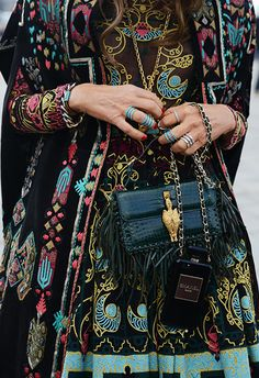 Tommy Ton Shoots Street Style at the Fall 2014 Fashion Shows. Valentino available at Le Louvre Melbourne. Autumn Street Style, Street Chic, Couture Details, Fashion Details, Hippie Chic, Bohemian Style, Bohemian Print, Boho Chic, Xiao Li