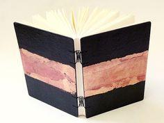 capa em papel couro com folha de ouro, encadernação macrame