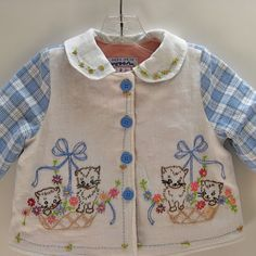 Embroidery on jacket front. Embroidered Baby Kittens Jacket Size 2 by JackieSpicer on Etsy Sewing Projects For Kids, Sewing For Kids, Baby Sewing, Vintage Fabrics, Vintage Sewing, Vintage Linen, Etsy Vintage, Baby Kittens, Heirloom Sewing