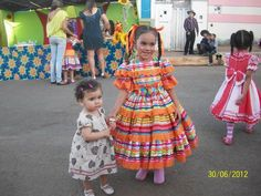 Vestido festa junina | Caipira | Quadrilha Little Princess, Pretty Dresses, My Girl, Diy And Crafts, Cosplay, Summer Dresses, Children, Floral, Toddlers