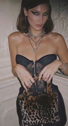 Bella Hadid Outfits, Bella Hadid Style, Estilo Megan Fox, Estilo Madison Beer, Isabella Hadid, Looks Cool, Girl Crushes, Mannequins, Going Out